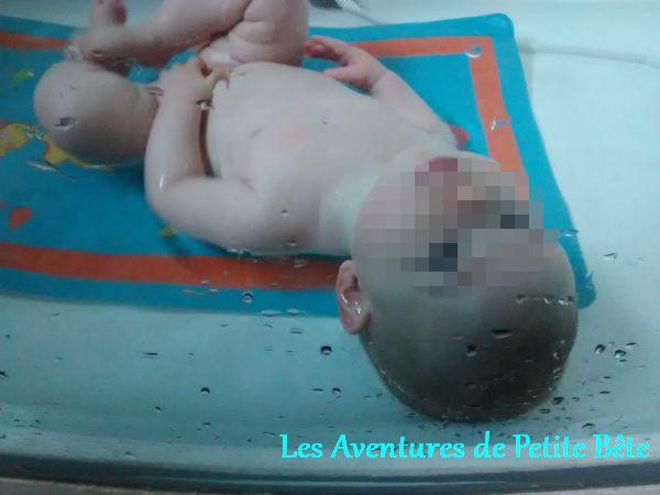 Coucou maman ! Pratique la baignoire transparente :)